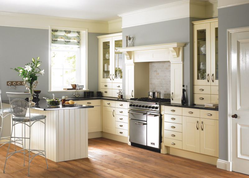 Traditional kitchens jopar kitchens quality service for Pics of traditional kitchens